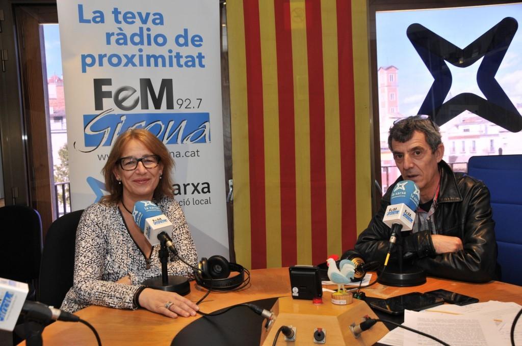 M. Rosa Agustí al programa FemGirona parlant d'assegurances de vehicles